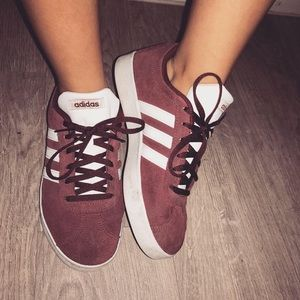 ADIDAS SNEAKERS BRAND NEW